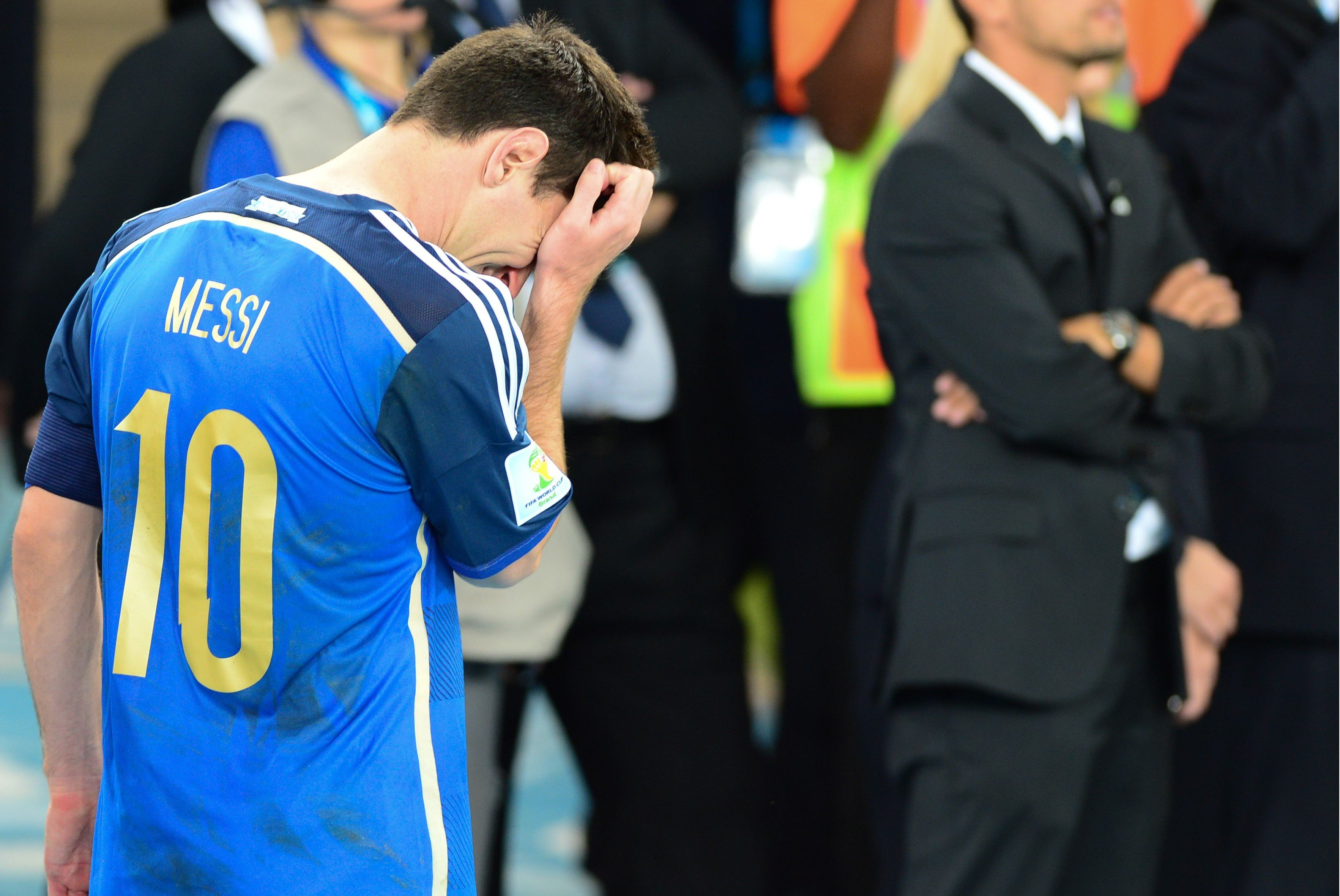 Lionel_Messi_in_tears_2014